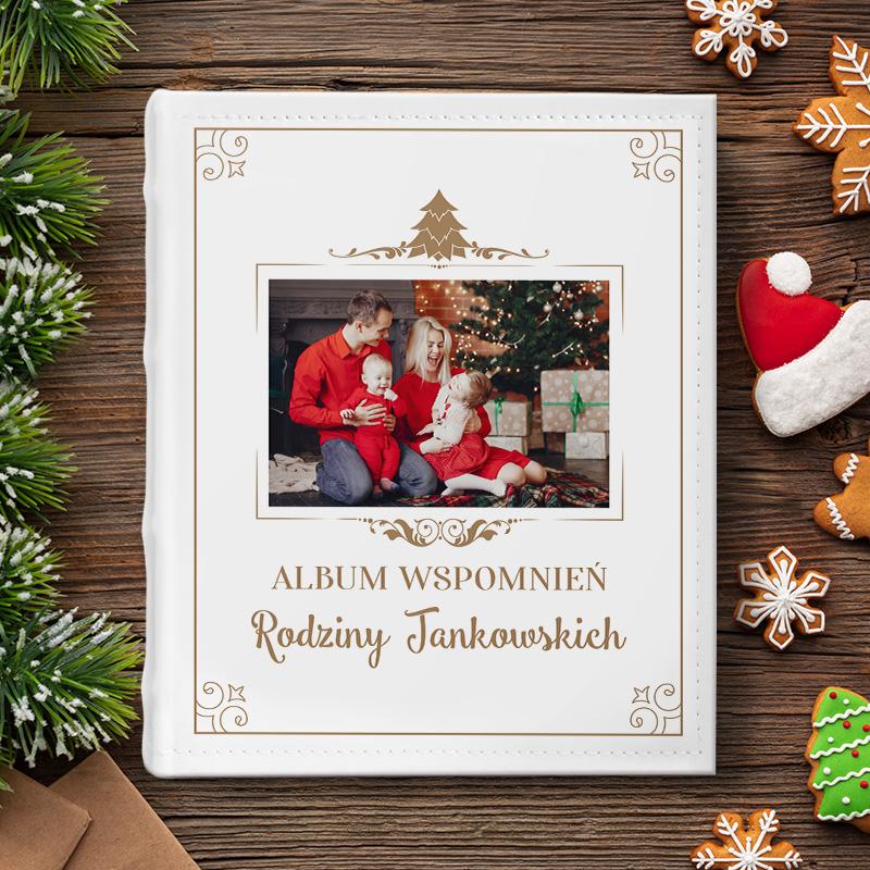 Personalizowany album na zdjęcia, piękny prezent na Święta Bożego Narodzenia. Na okładce znajduje się miejsce na zdjęcie rodziny.
