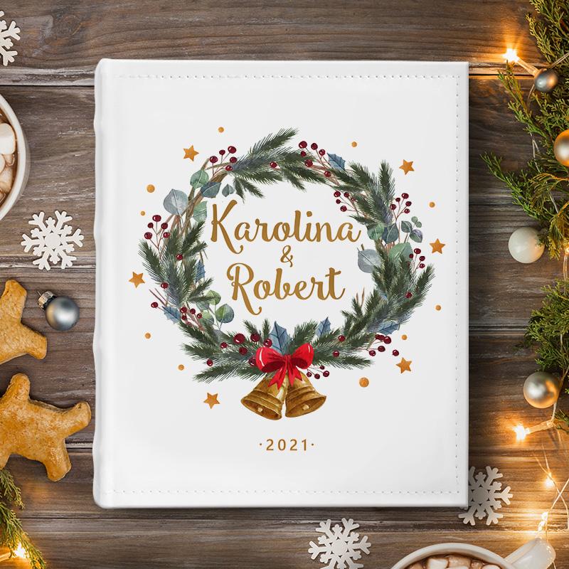Personalizowany album na zdjęcia to idealny prezent świąteczny.