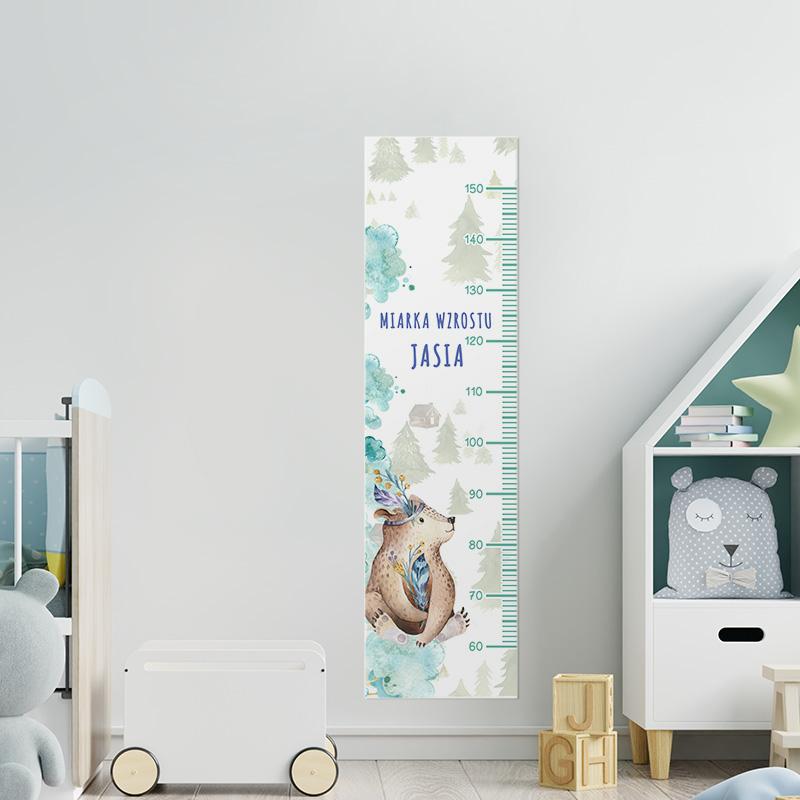 Kolorowa miarka wzrostu dziecka z grafiką misia z piórkiem, idealna dekoracja