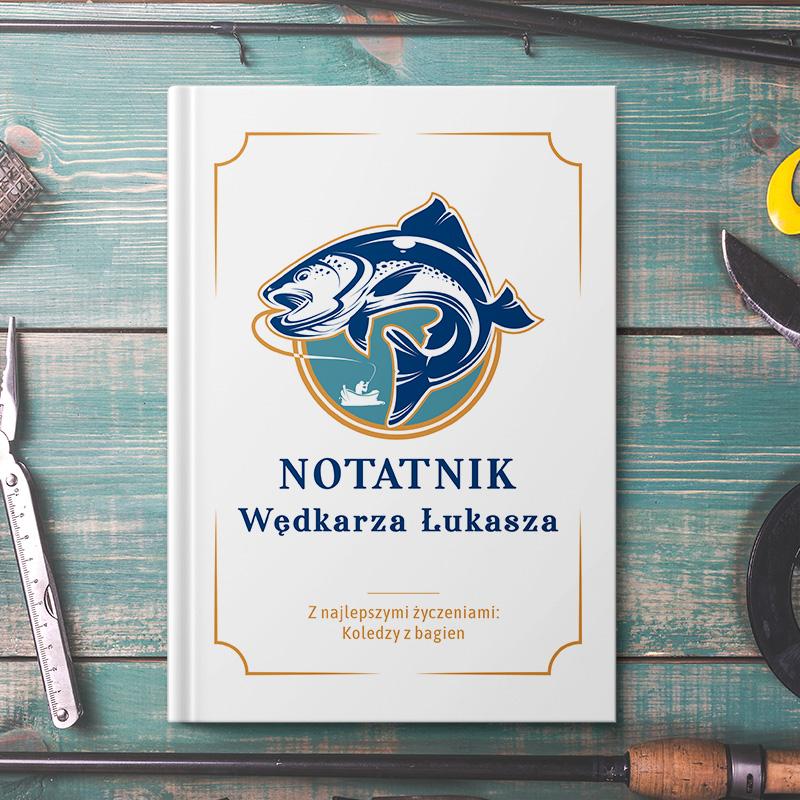 Notatnik dla wędkarza to niezbędnik każdego wodnego łowcy. To właśnie w nim w łatwy sposób można kolekcjonować wszystkie swoje osiągnięcia.