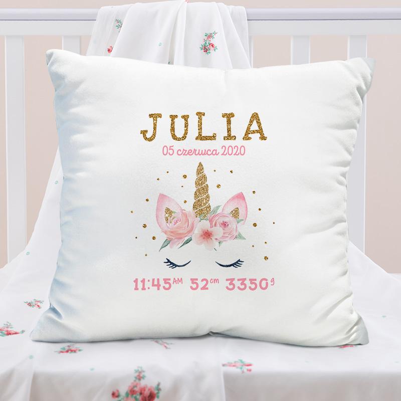 Personalizowana poduszka z grafiką jednorożca w różowej kolorystyce.