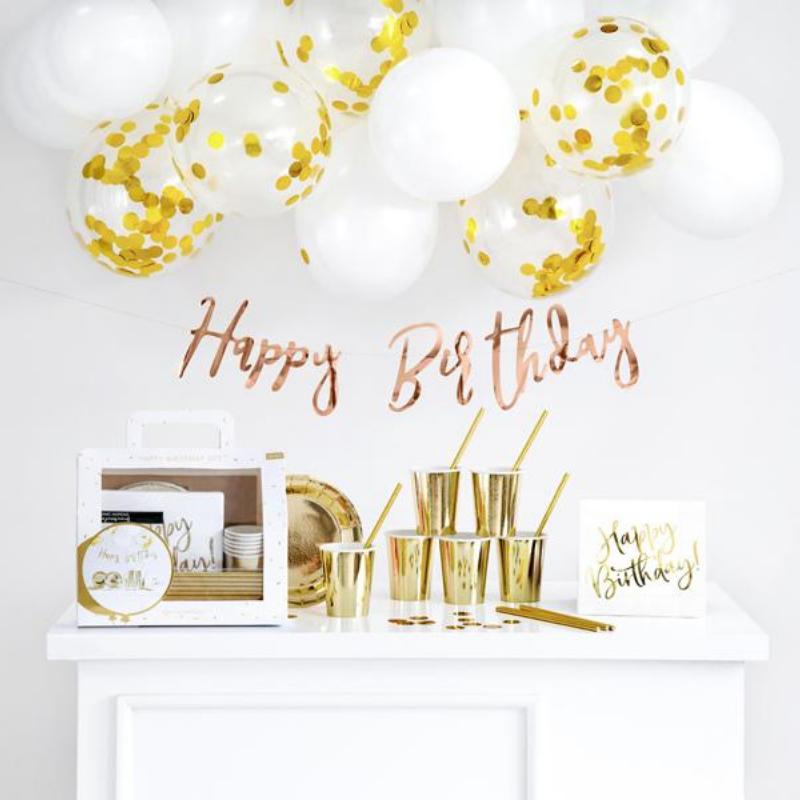 Zestaw dekoracyjny w kolorze złotym to przepis na udaną imprezę, w gwiazdorskim stylu!