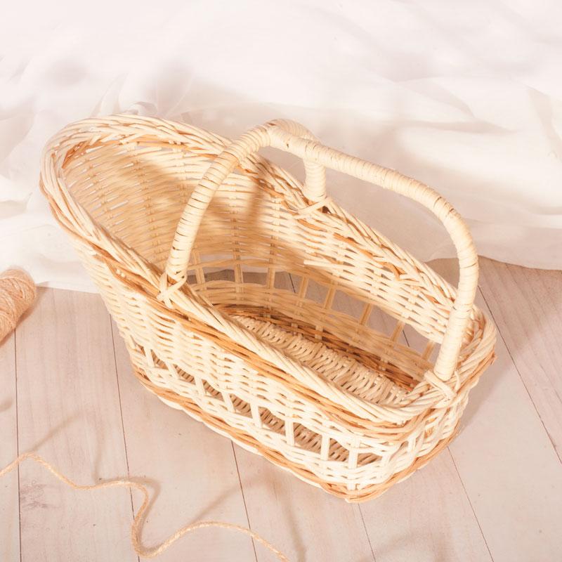 Wiklinowy koszyk z rączką to idealne uzupełnienie prezentu.