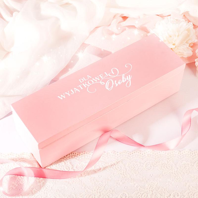 Zdjęcie w galerii - SKRZYNKA drewniana różowa podziękowanie dla Świadkowej Za pomoc i dobre rady