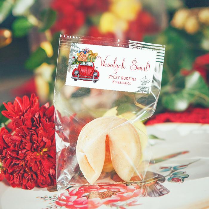 Ciasteczko z wróżbą z piękną personalizowaną etykietą ze świąteczną grafiką.