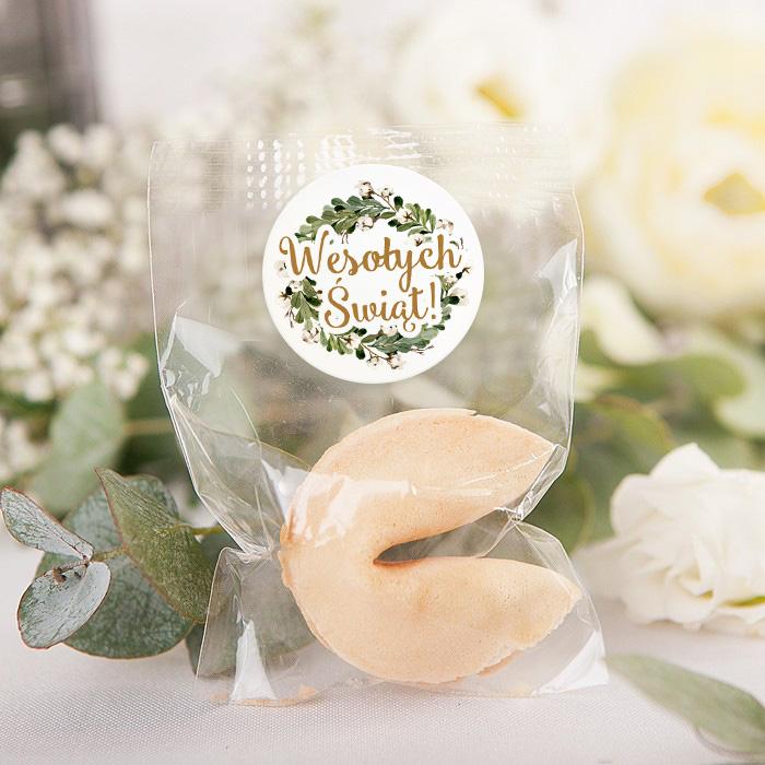 Świąteczne ciasteczko z wróżbą to piękny upominek dla gości. Do zestawu dołączona jest etykieta z napisem Wesołych Świąt.