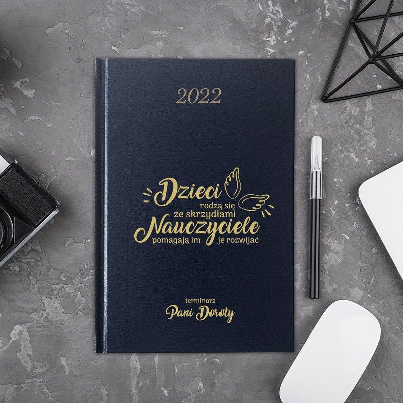 Idealny prezent dla nauczyciela. Personalizowany kalendarz na rok 2022.