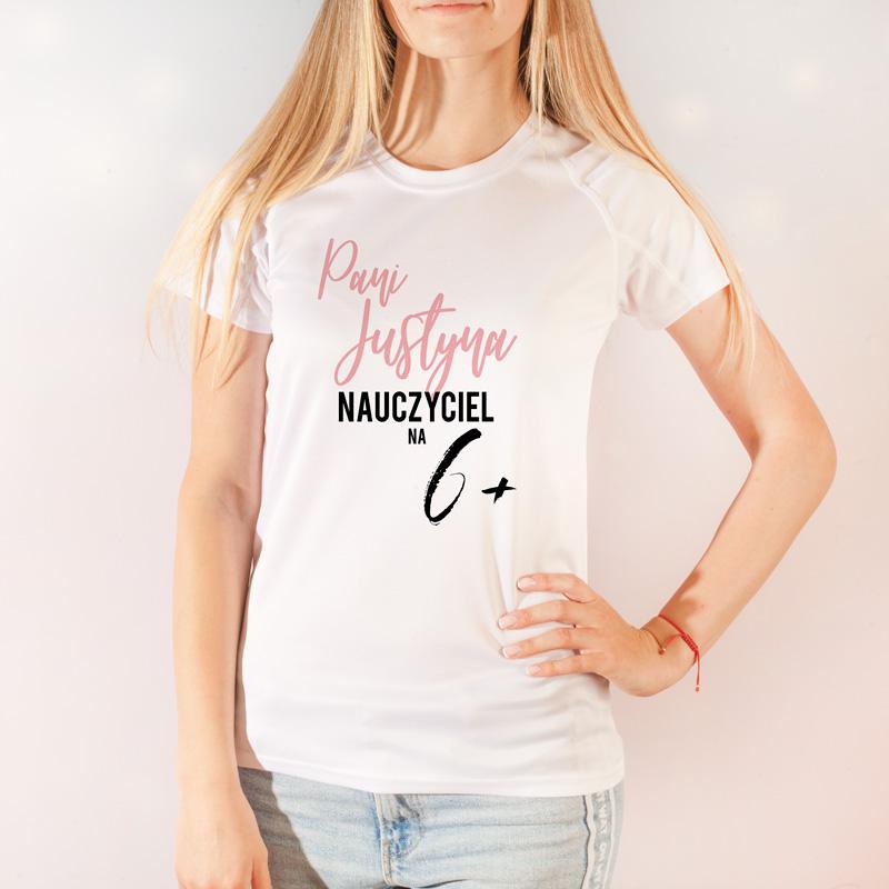 Koszulka z personalizacją to idealny prezent dla nauczycielki na Dzień Nauczyciela.