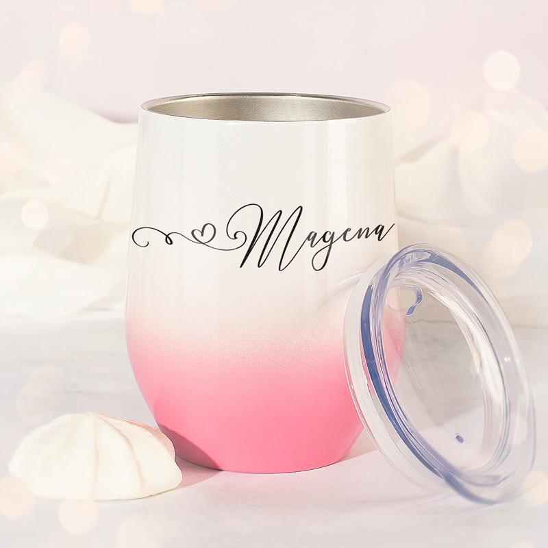 Wyjątkowy prezent dla kobiety - personalizowany kubek termiczny. Kubek jest w pięknej biało-różowej kolorystyce.