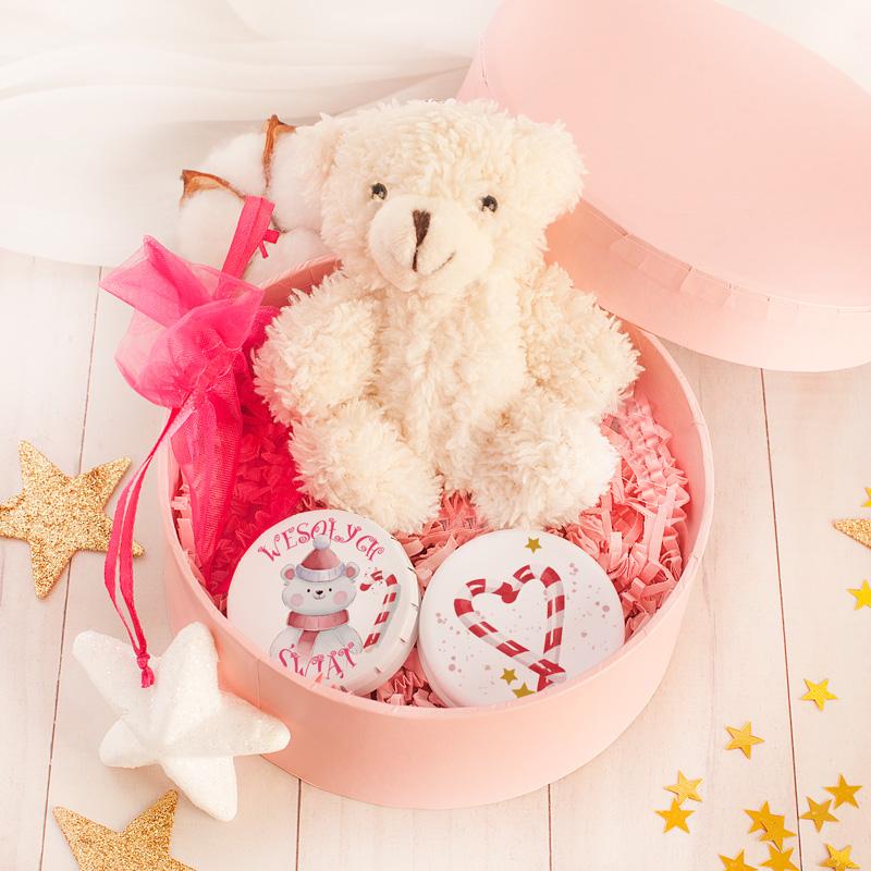 Zestaw świąteczny dla nastolatki w pięknym różowym pudełku.