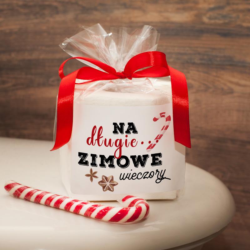 Papier toaletowy z ozdobną etykietą to pomysłowy prezent na Święta Bożego Narodzenia.