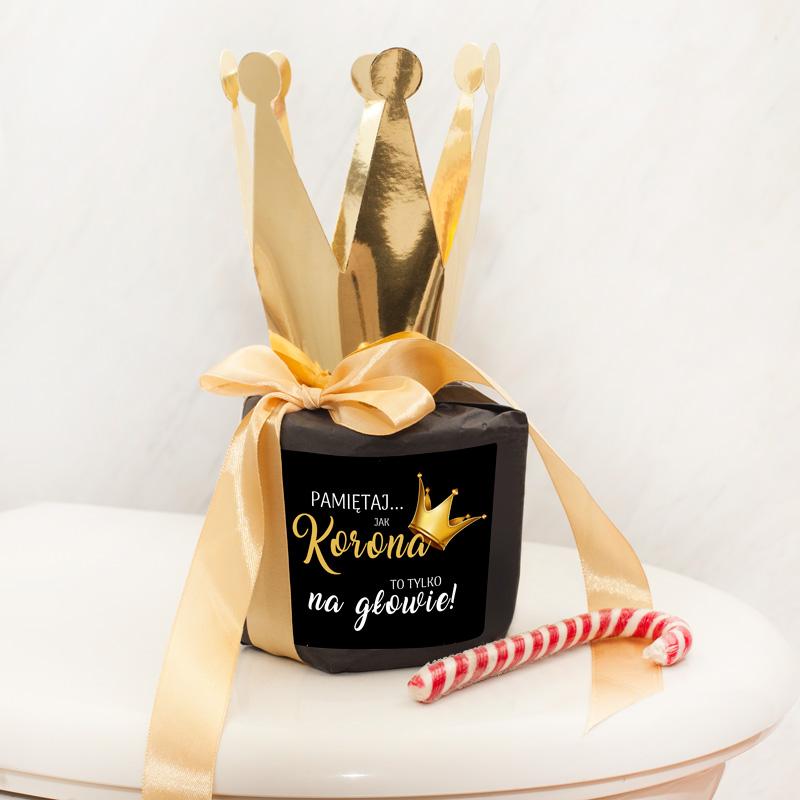 Luksusowy prezent dla prawdziwego króla i królowej w postaci papieru toaletowego.