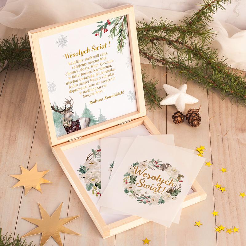 Drewniane pudełko z opłatkami to idealny upominek na Święta Bożego Narodzenia.