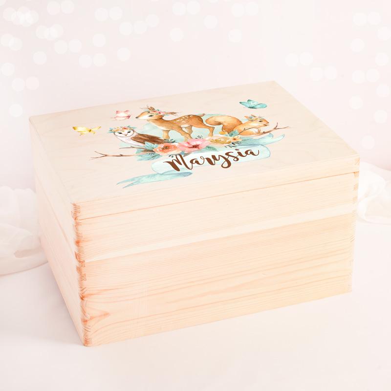 Skrzynia drewniana na zabawki z imieniem dziecka i grafiką ze zwierzątkami