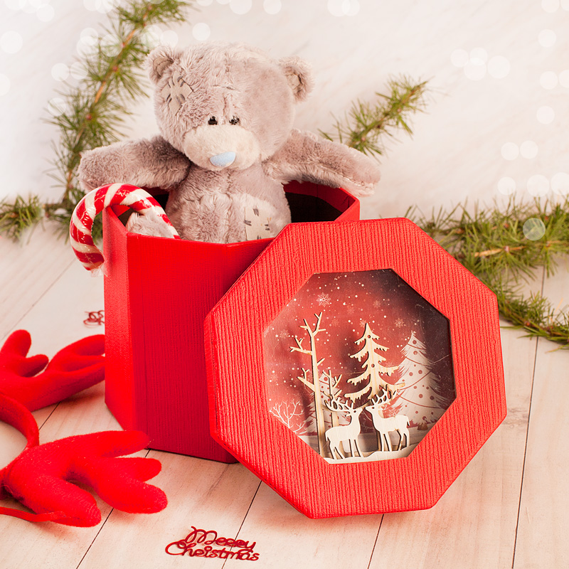 Zestaw upominków na Boże Narodzenie lub Mikołajki - miś pluszowy oraz cukrowa laska w pudełku z dekoracją 3d na wieczku.