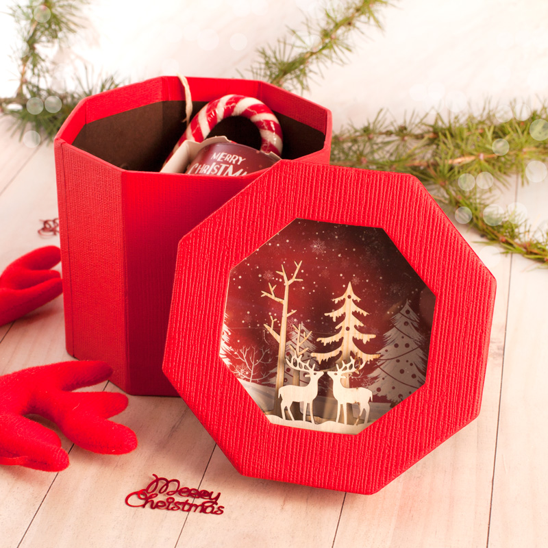 Zdjęcie w galerii - ZESTAW Świąteczny Świeczka Zapachowa i Cukrowa Laska w ozdobnym pudełku 3D