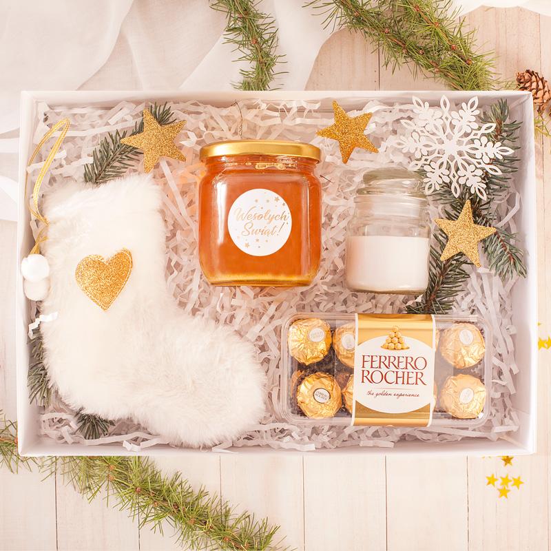 Świąteczny zestaw prezentowy w biało-złotej kolorystyce.