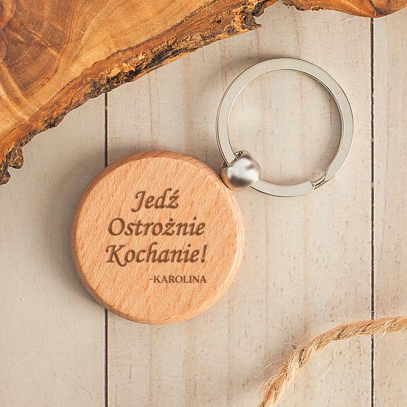 Brelok drewniany, okrągły z personalizacją. Idealny gadżet do kluczy.