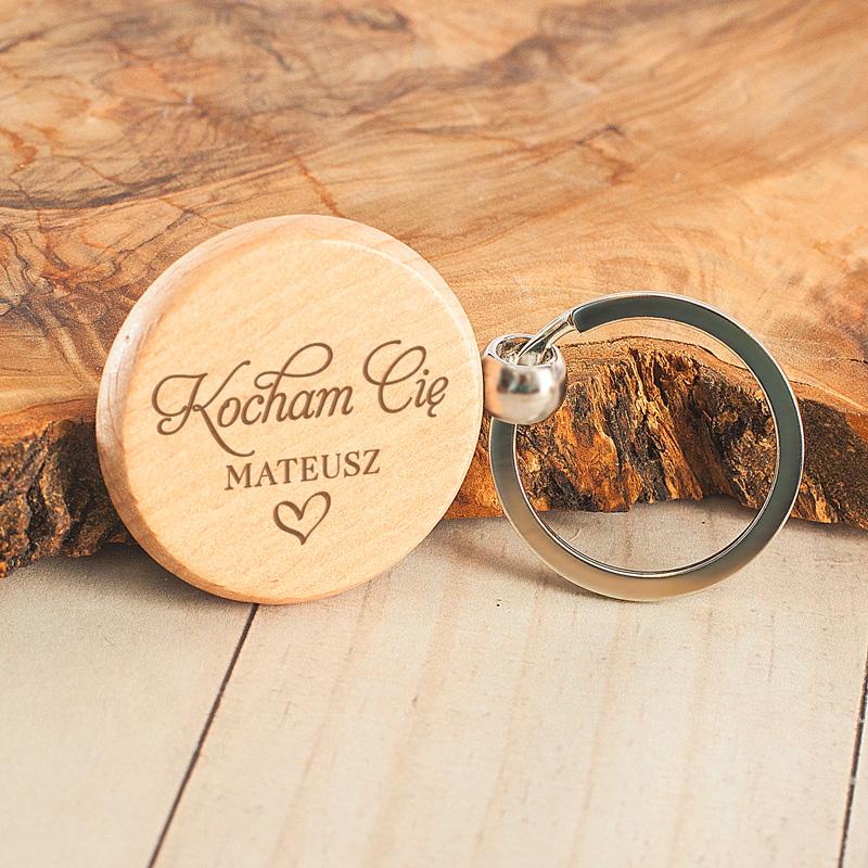 Zdjęcie w galerii - BRELOK Okrągły Drewniany Kocham Cię
