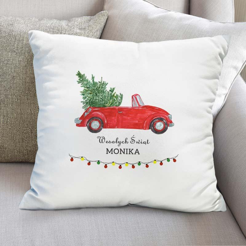 Personalizowana poduszka z grafiką z czerwonym kabrioletem, w którym znajduje się choinka oraz napisem Wesołych świąt i imieniem,
