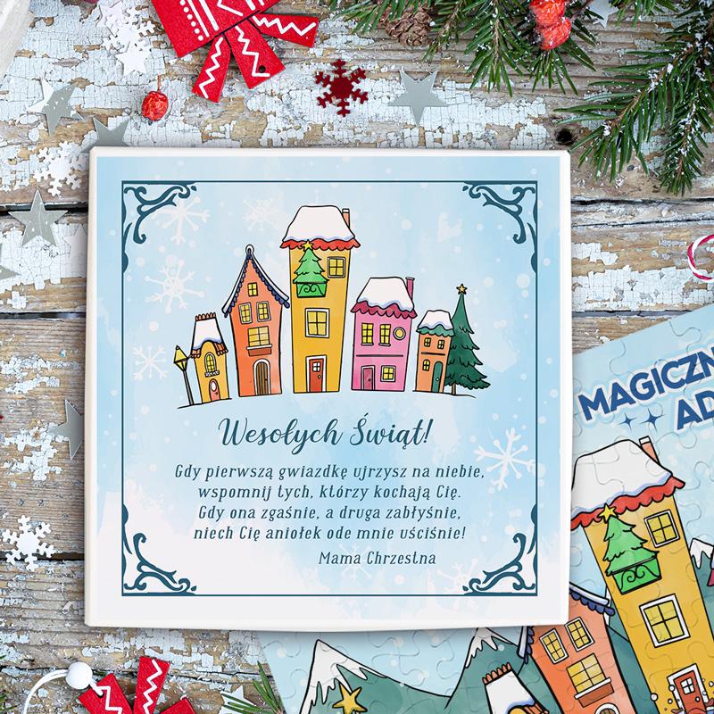 Pudełko z puzzlami świątecznymi z personalizowanym wieczkiem na którym znajdują się życzenia bożonarodzeniowe z podpisem oraz urocza grafika zimowego miasteczka.