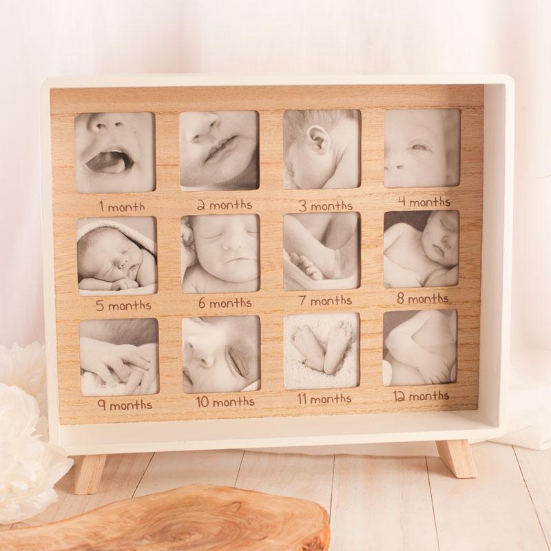 Drewniana ramka na 12 zdjęć na zdjęcia z pierwszych miesięcy życia dziecka.