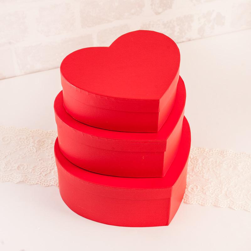Pudełko czerwone serce z wieczkiem w trzech rozmiarach do wyboru.