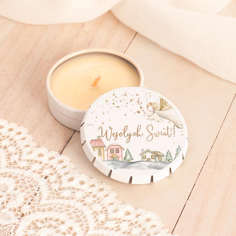 Świeczka z odkręcanym wieczkiem o zapachu waniliowym. Na wieczku znajduje się okrągła etykieta z napisem Wesołych Świąt.