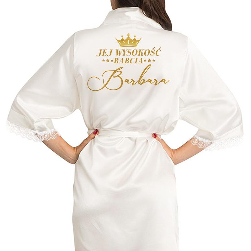 Szlafrok satynowy biały z szarfą na pasie oraz nadrukiem na plecach Jej Wysokość Babcia + imię