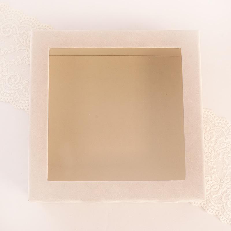Zdjęcie w galerii - PUDŁO Welurowe Białe z Okienkiem