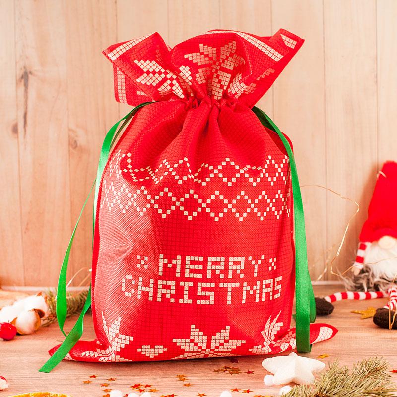 Worek świąteczny czerwony z zieloną wstążką do ściągnięcia worka.