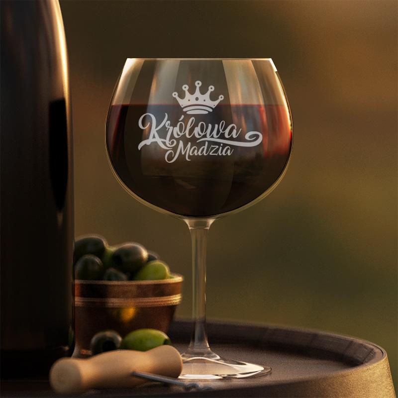 Kieliszek do czerwonego wina z grawerowanym napisem Królowa, który dopełnimy na dole imieniem