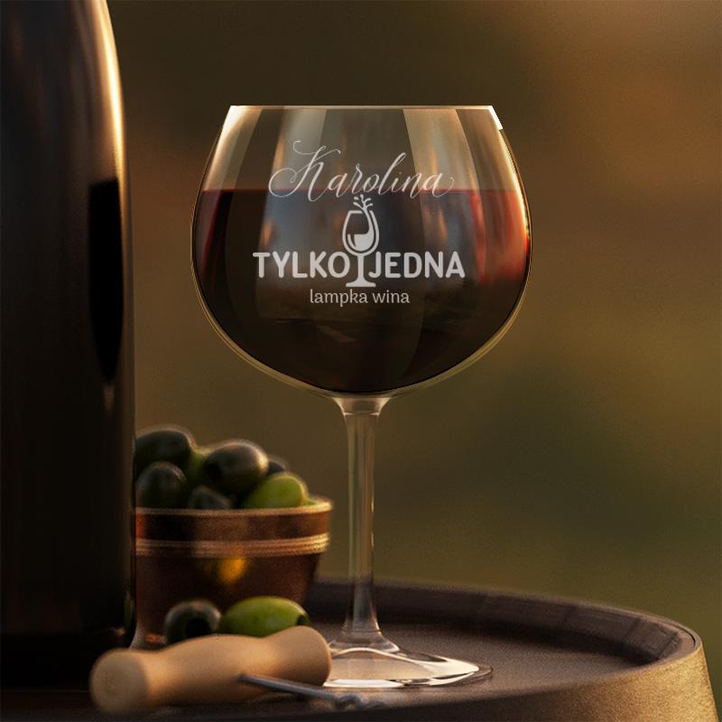 Kieliszek do wina czerwonego, z grawerowanym napisem z imieniem.