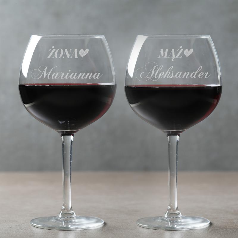 Kieliszki do wina z grawerowanymi napisami Żona i Mąż oraz z imionami. Prezent dla małżeństwa.