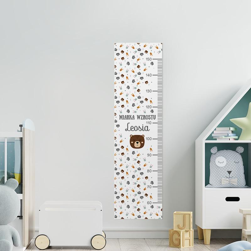 Miarka wzrostu do pokoju dziecka z grafiką w skandynawskie zwierzątka i z imieniem dziecka. Dekoracja do dziecięcego pokoju.