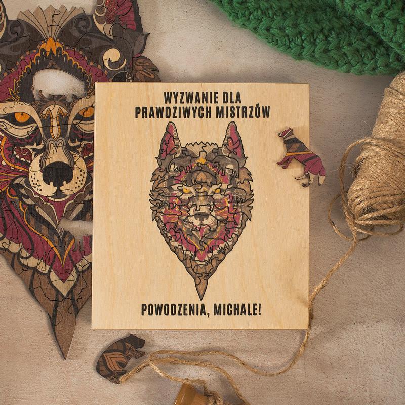 Puzzle drewniane w pudełku ze zwierzęcym motywem w postaci wilka.