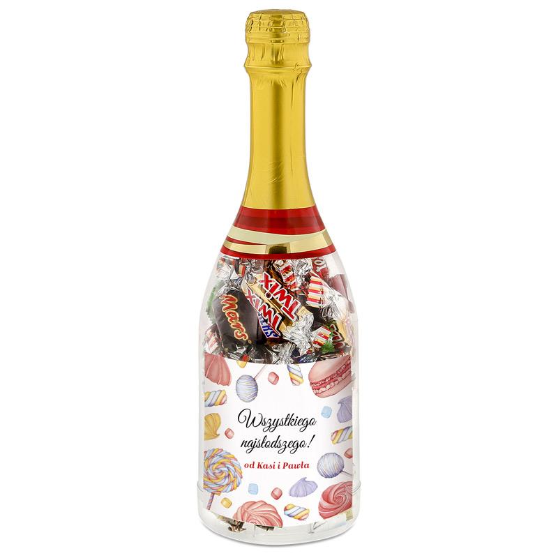 Szampan z cukierkami i personalizowaną etykietą z napisem Wszystkiego Najlepszego oraz personalizacją