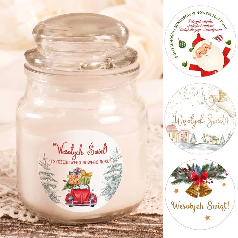 Świeczka zapachowa z etykietką świąteczną w 4 wzorach do wyboru. Świeczka jest w szklanym, ozdobnym słoiczku.
