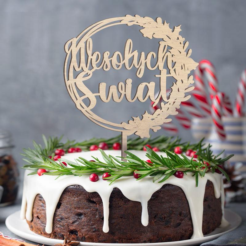 Topper z drewna okrągły z napisem Wesołych Świąt na spiczastym patyczku, do wbicia w ciasto.