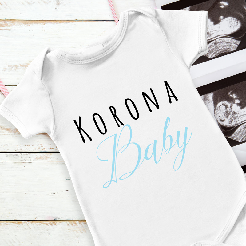 Body dla niemowlaka w białym kolorze. Idealnie sprawdzi się jako prezent dla chłopca i dziewczynki na narodziny. Na body widnieje napis Korona Baby.
