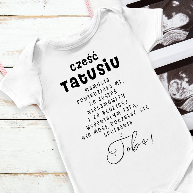 Dziecięce białe body z napisem od dziecka do przyszłego taty. Zawiadomienie o ciąży