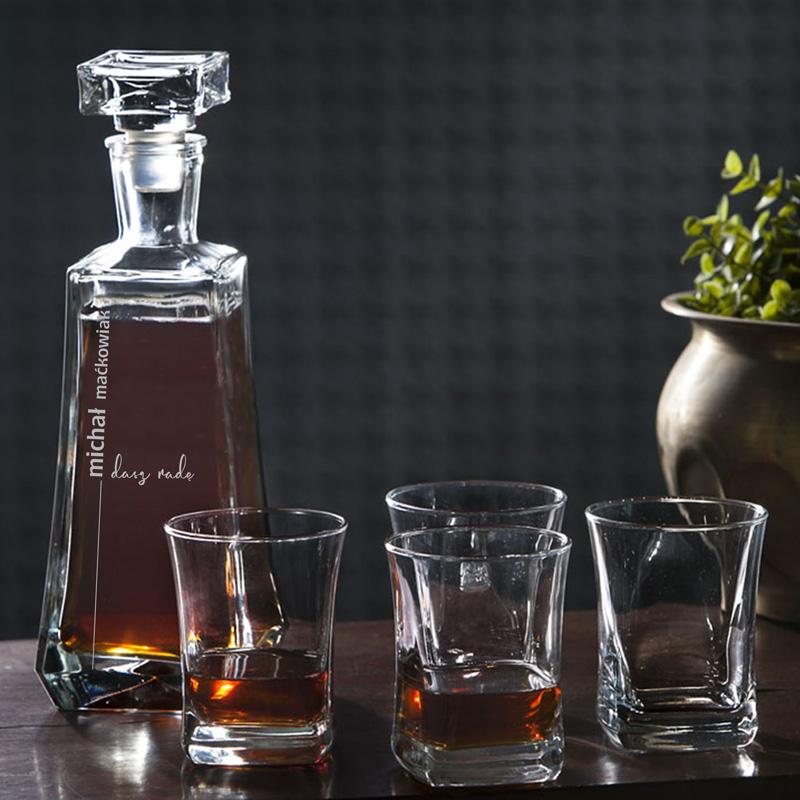 Zestaw szklany karafka z grawerem imiennym oraz 4 szklanki. Prezent dla mężczyzny.