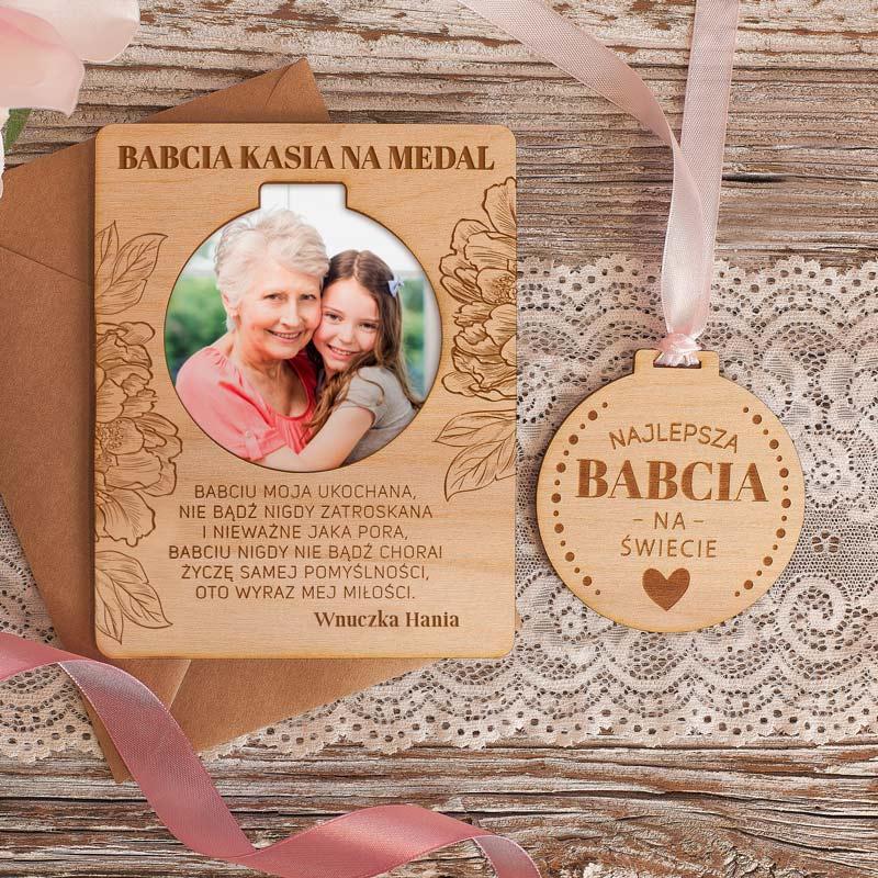 Zdjęcie w galerii - TABLICZKA z Drewna z Medalem i Zdjęciem Prezent dla Babci