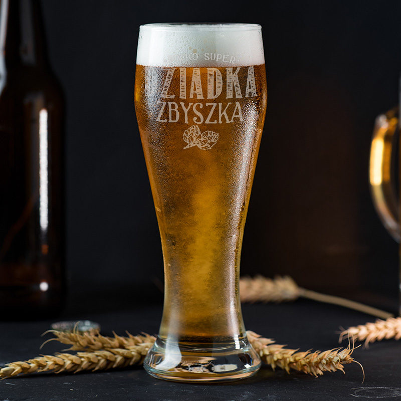 Prezent na Dzień Dziadka w postaci personalizowanej szklanki do piwa.