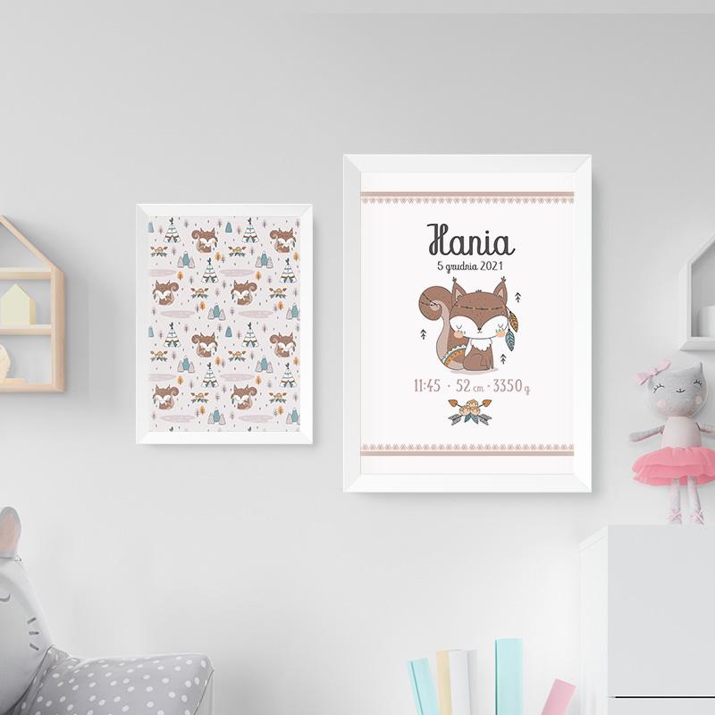 Zestaw plakaty z dziecięcym z motywem z kolekcji Wiewióreczka z metryczką na jednym plakacie.