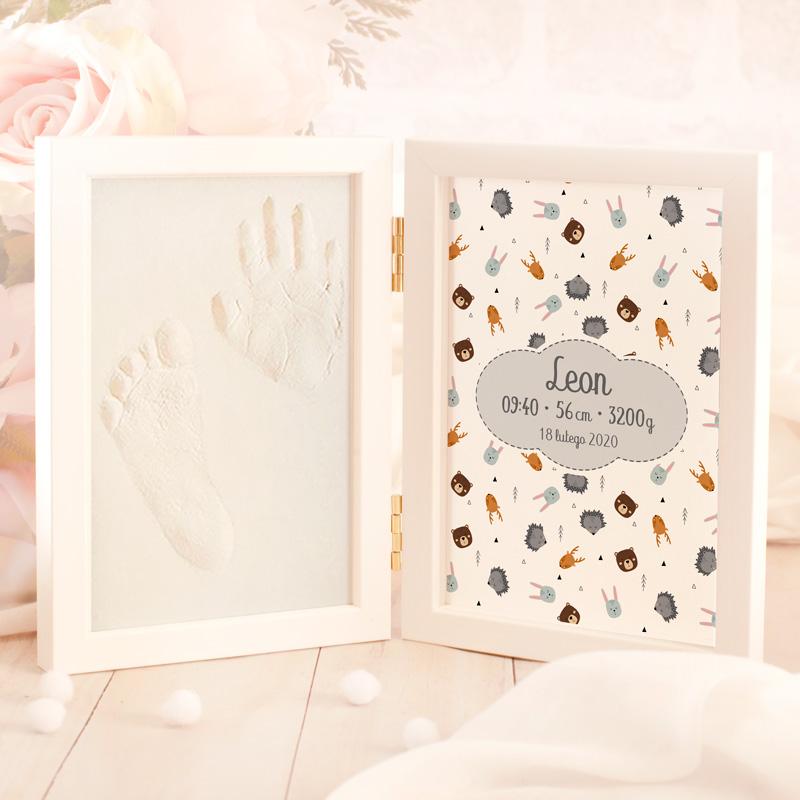 Ramka z miejscem na odcisk w masie gipsowej dłoni i stopy dziecka