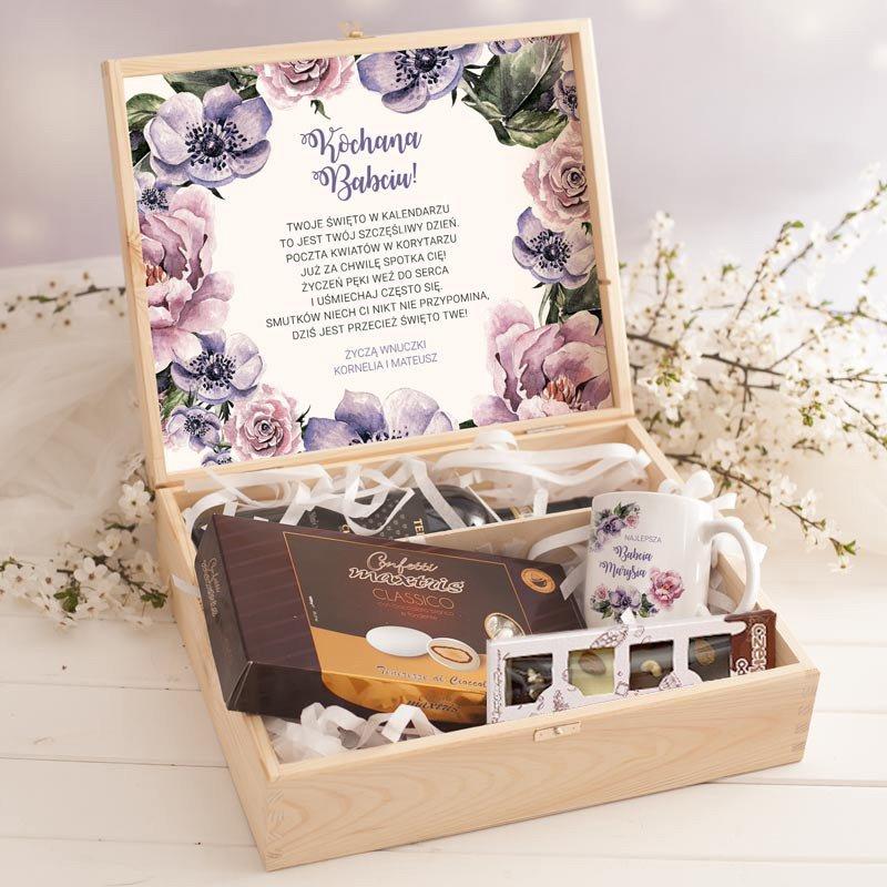 Personalizowana skrzynka dla babci z migdałami, kubkiem oraz czekoladą.