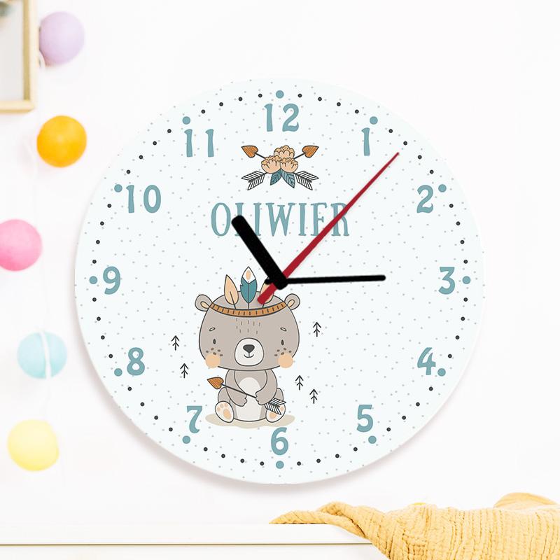 Szklany zegar z imieniem dziecka i grafiką z kolekcji Miś Indianin