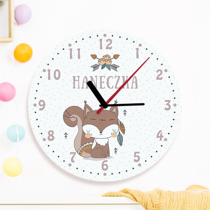 Szklany zegar z imieniem dziecka i grafiką z kolekcji Wiewióreczka