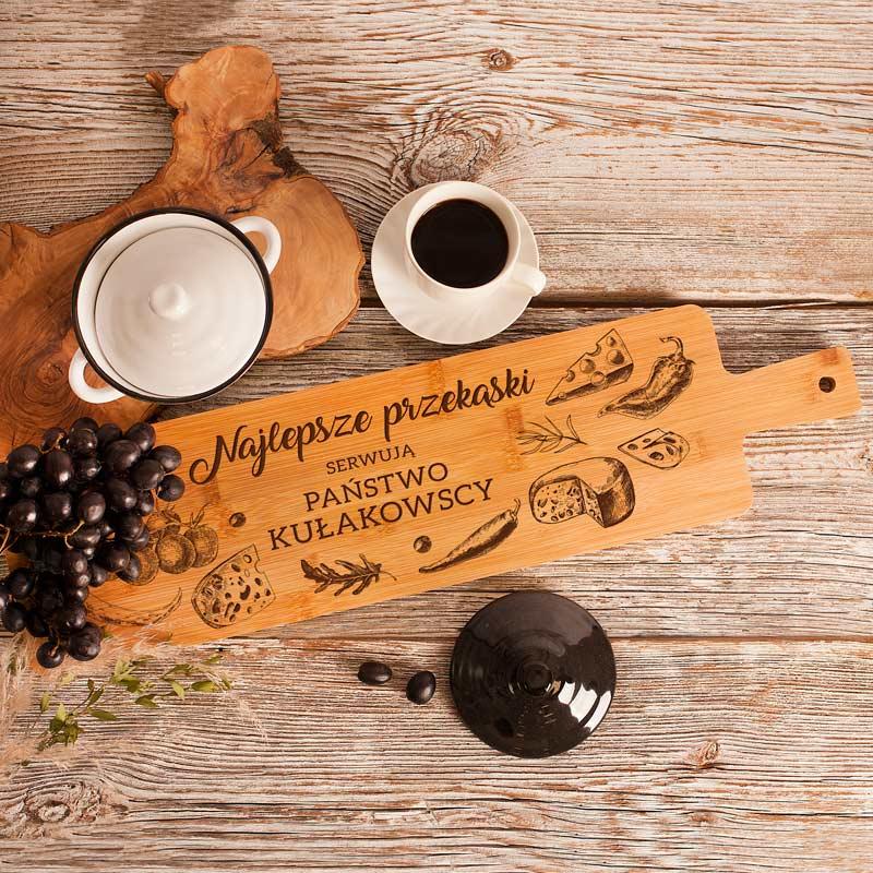 Deska kuchenna z grawerowanym nazwiskiem rodziny